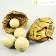 Guantoni e palle da baseball