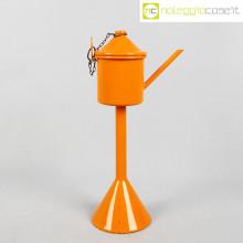 Oggetto misterioso smaltato arancione