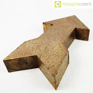 freccia-in-metallo-arrugginito-3