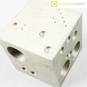 danese-milano-cubo-in-alluminio-struttura-3020-enzo-mari-4