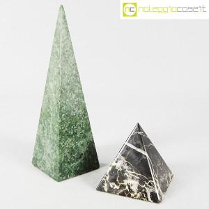 Piramidi in marmo nero e verde (1)