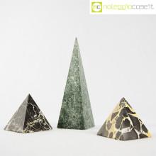 Piramidi in marmo nero e verde