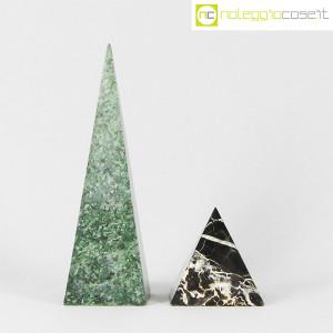 Piramidi in marmo nero e verde (2)