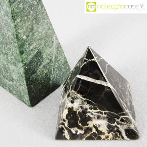 Piramidi in marmo nero e verde (5)