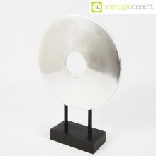 Scultura disco in metallo con base