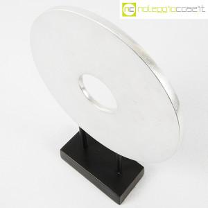 Scultura disco in metallo con base (4)