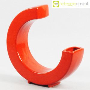 Vaso rosso a forma di C (1)