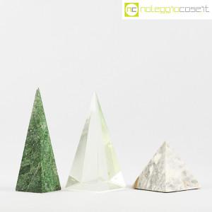 Piramidi in marmo e vetro (2)