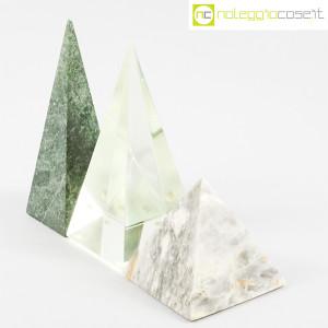 Piramidi in marmo e vetro (3)