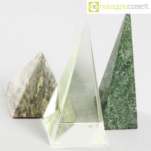 Piramidi in marmo e vetro (4)