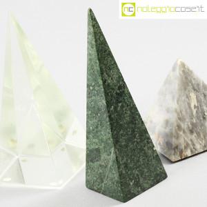 Piramidi in marmo e vetro (5)
