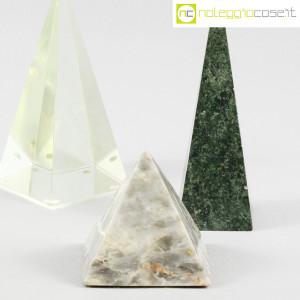 Piramidi in marmo e vetro (6)