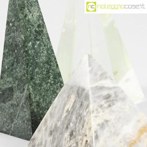 Piramidi in marmo e vetro (7)