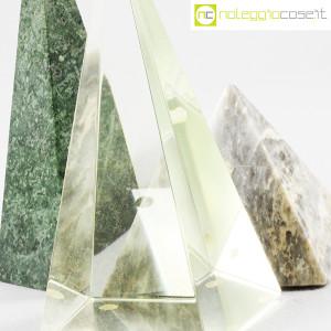 Piramidi in marmo e vetro (8)