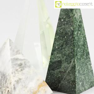 Piramidi in marmo e vetro (9)