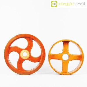 Ruote in legno rossa e arancione (2)
