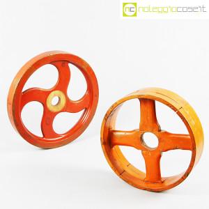 Ruote in legno rossa e arancione (3)