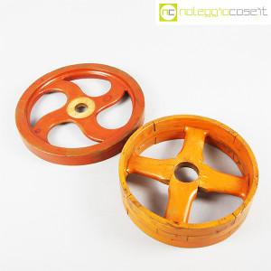 Ruote in legno rossa e arancione (5)
