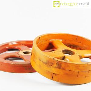 Ruote in legno rossa e arancione (6)