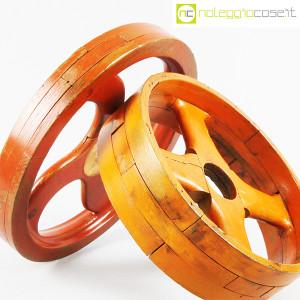 Ruote in legno rossa e arancione (7)