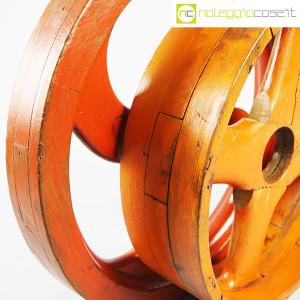 Ruote in legno rossa e arancione (9)