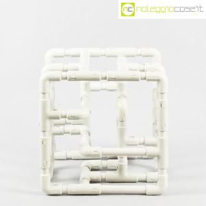 Struttura con tubi e raccordi in plastica (2)