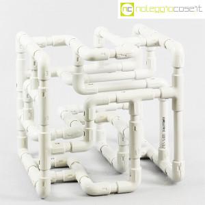 Struttura con tubi e raccordi in plastica (3)
