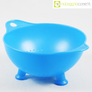 Alessi, scolapasta azzurro mod. EM03, Enzo Mari (1)