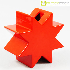 Cedit, vaso Hsing a stella rosso, Ettore Sottsass (1)
