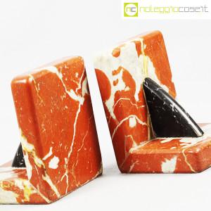 Reggilibri in marmo rosso e nero (5)