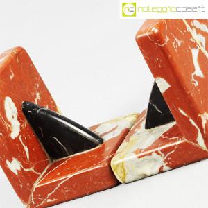 Reggilibri in marmo rosso e nero (7)