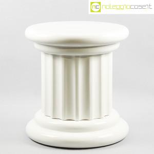 Colonna bassa in ceramica bianca (1)