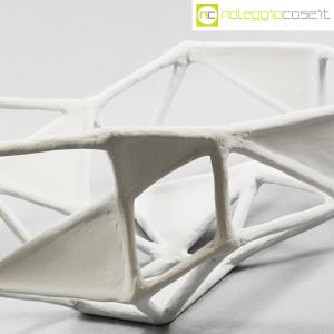 Centrotavola imperfetto in gesso grigio chiarissimo (5)