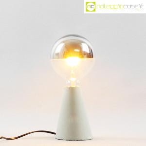 Lampada con base in cemento grigio (2)