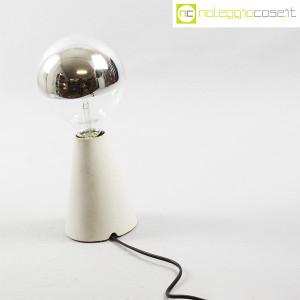 Lampada con base in cemento grigio (3)
