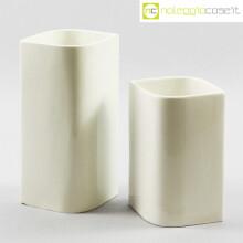 Luci Milano coppia di vasi bianchi
